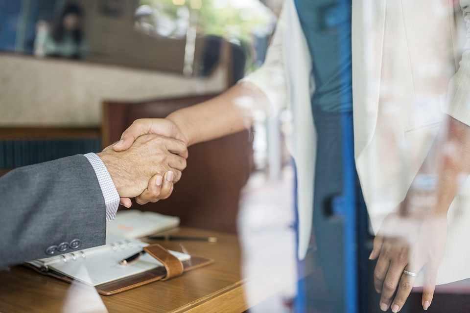handshake-photo